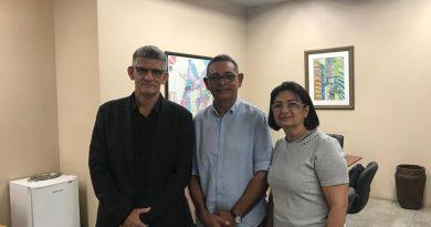 Prefeito de Monte Alegre senhor Jardel Vasconcelos e a Primeira Dama Josefina Carmo são recebidos pelo Diretor Geral do Detran