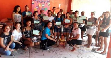 Crás do Planalto conclui oficina de manicure com mulheres que buscam complementar a Renda Familiar