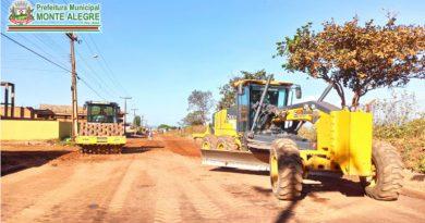 Secretaria Municipal de Obras segue asfaltando, recuperando e tapando buracos das ruas da cidade.